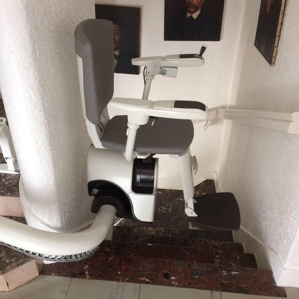 monte-escalier courbe chez des particuliers